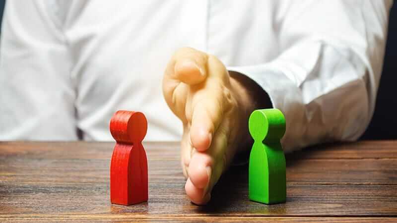 O que é gestão de conflitos e como usar 4 passos práticos para solucionar impasses na empresas