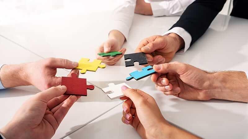 Tudo o que você precisa saber sobre alianças estratégicas entre empresas: definição, tipos, passo a passo e exemplos
