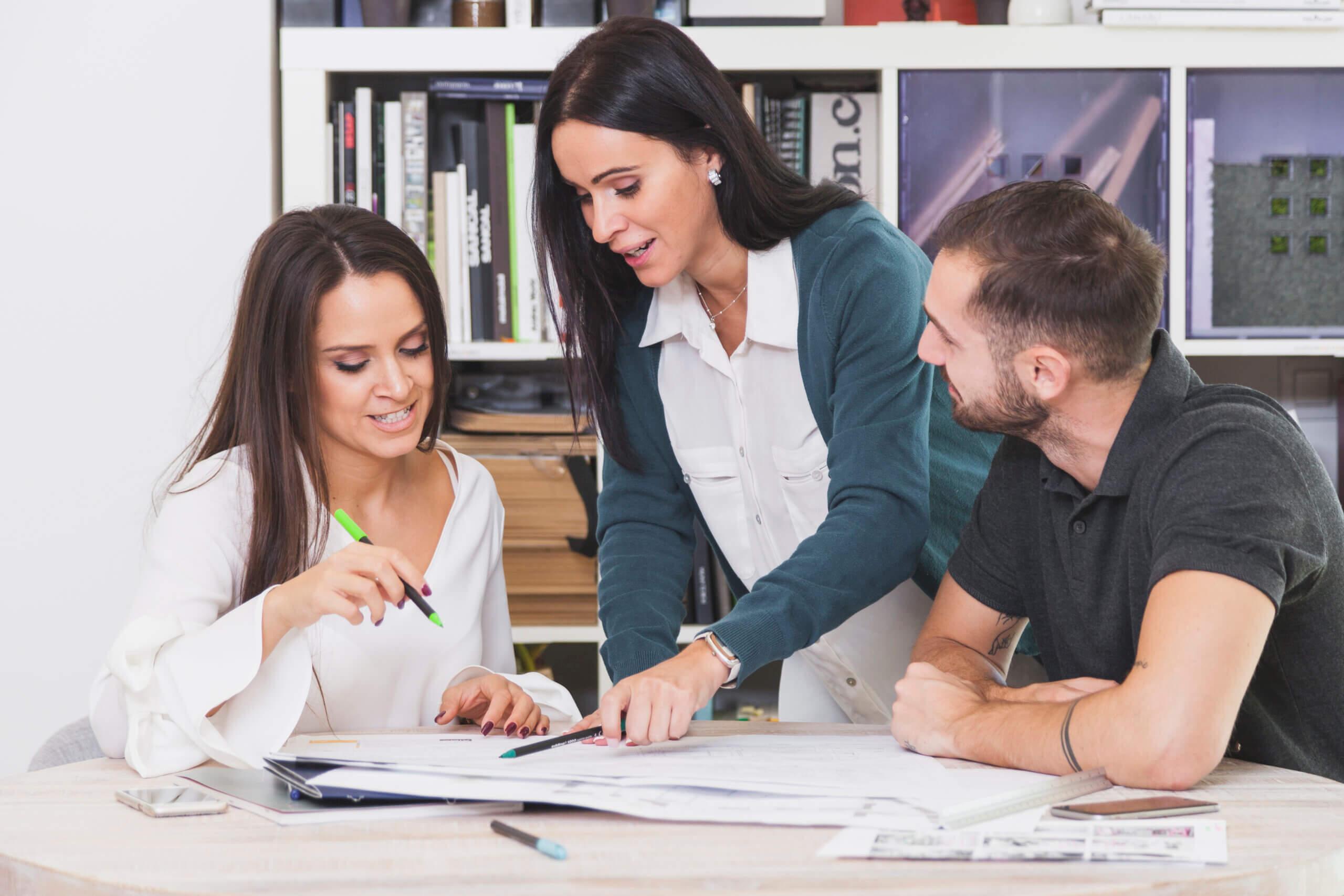 Como motivar seus colaboradores: guia prático para uma gestão eficaz